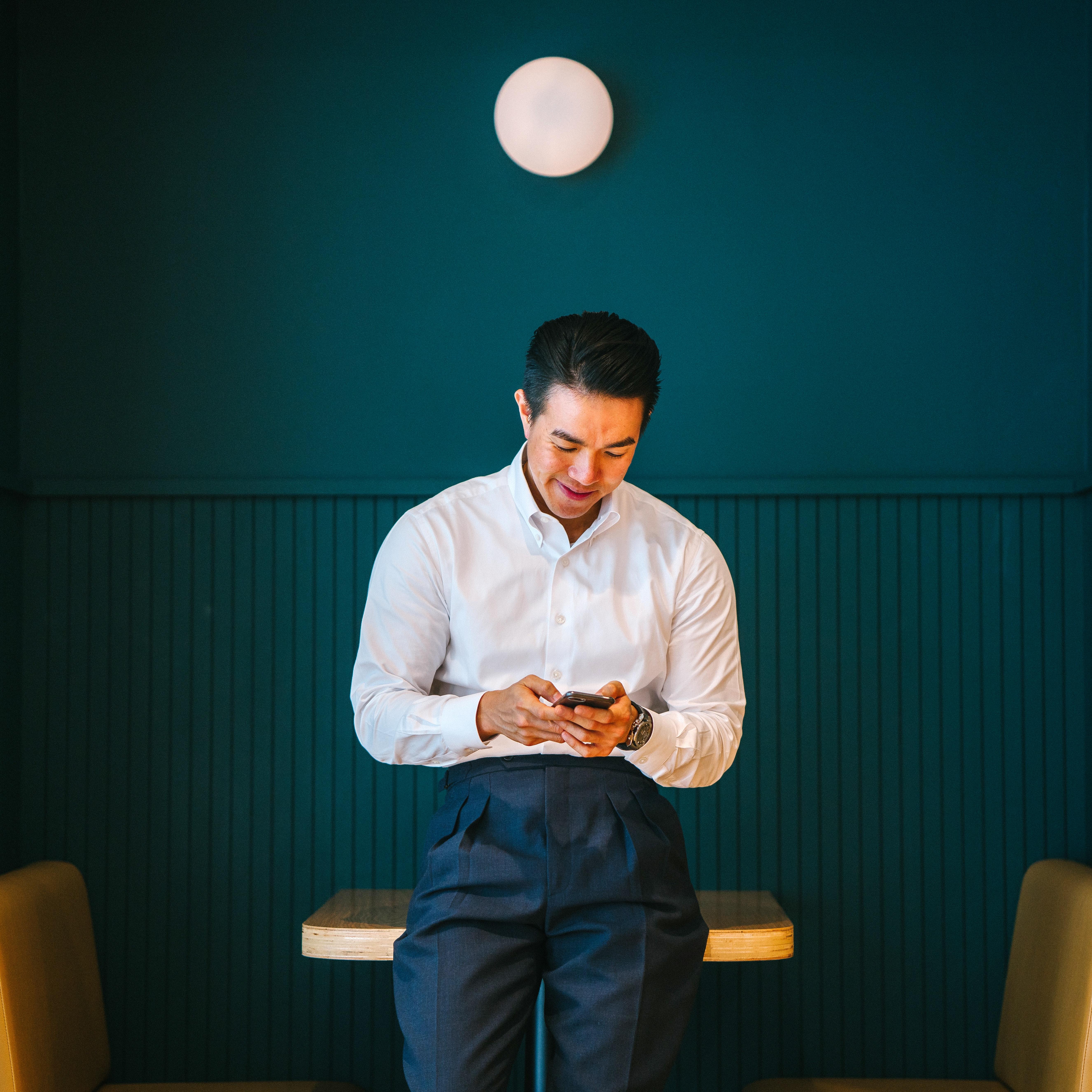 A man visiting mobile casino via phone.